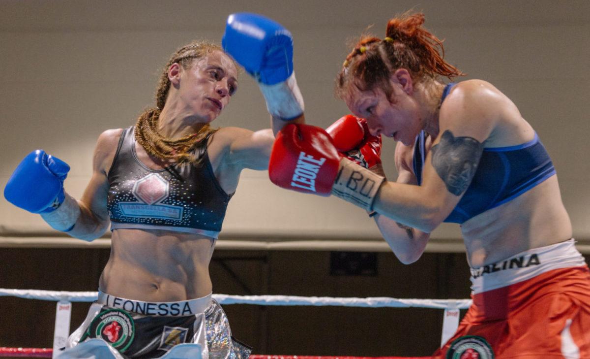 Sur le ring avec Vissia Trovato, championne du monde de boxe