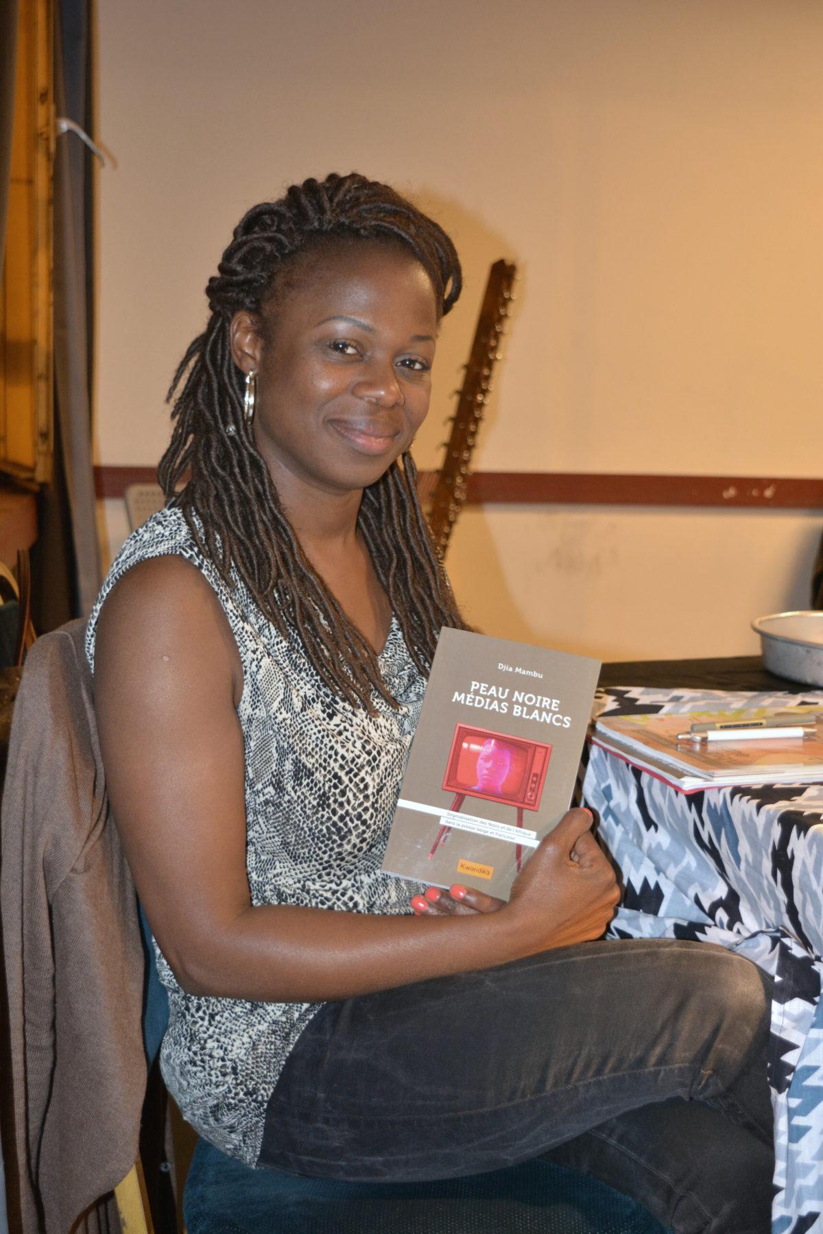 «Peau noire, médias blancs»: rencontre avec l'auteure Djia Mambu