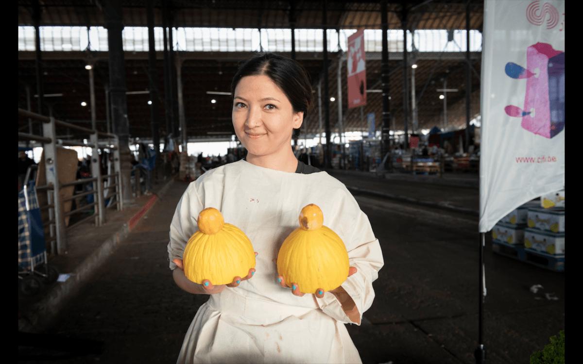 Kubra Khademi, artiste afghane et féministe dans la ville